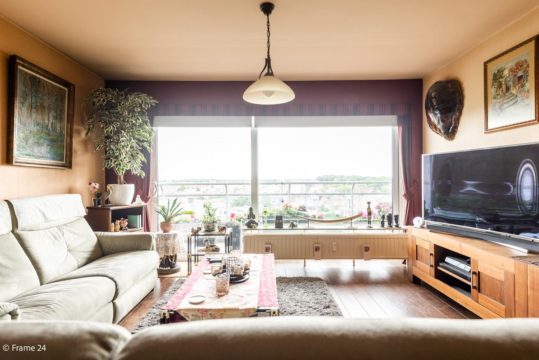 Verzorgd appartement met twee slaapkamers en ruim terras op de grens Deurne-Borgerhout. afbeelding 2