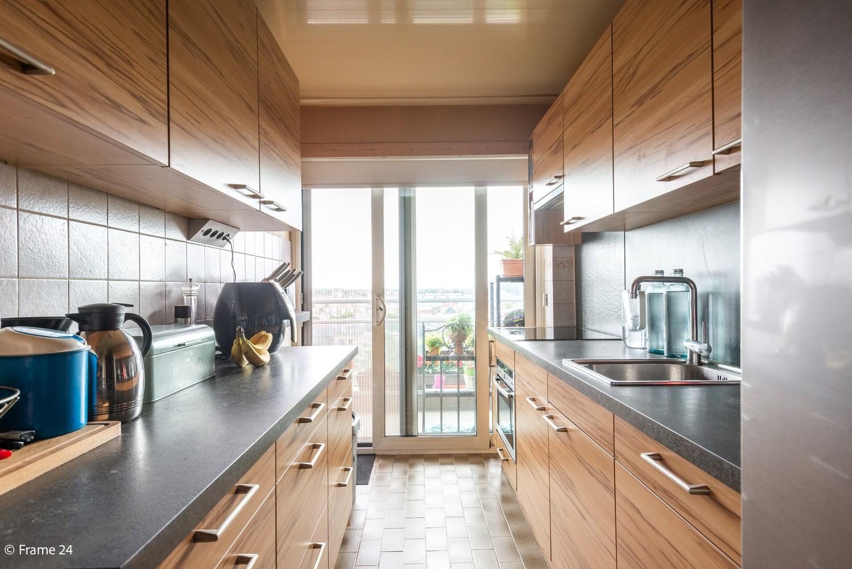 Verzorgd appartement met twee slaapkamers en ruim terras op de grens Deurne-Borgerhout. afbeelding 5