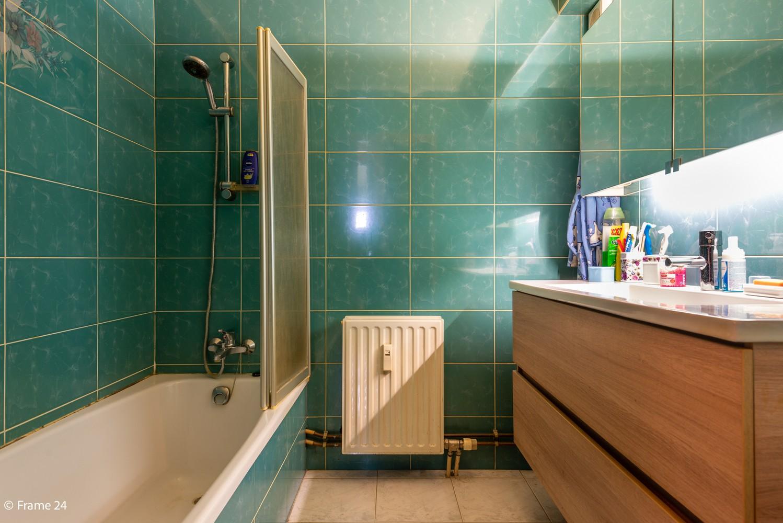 Verzorgd appartement met twee slaapkamers en ruim terras op de grens Deurne-Borgerhout. afbeelding 11