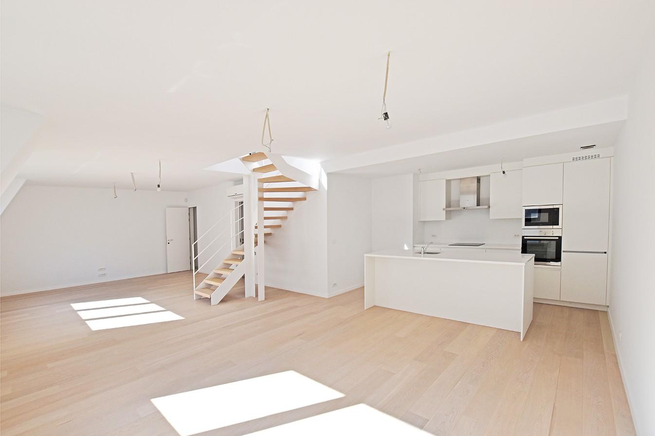 Nieuw en stijlvol duplex-appartement met luxueuze afwerking en riant dakterras (40 m²) te Antwerpen! afbeelding 2