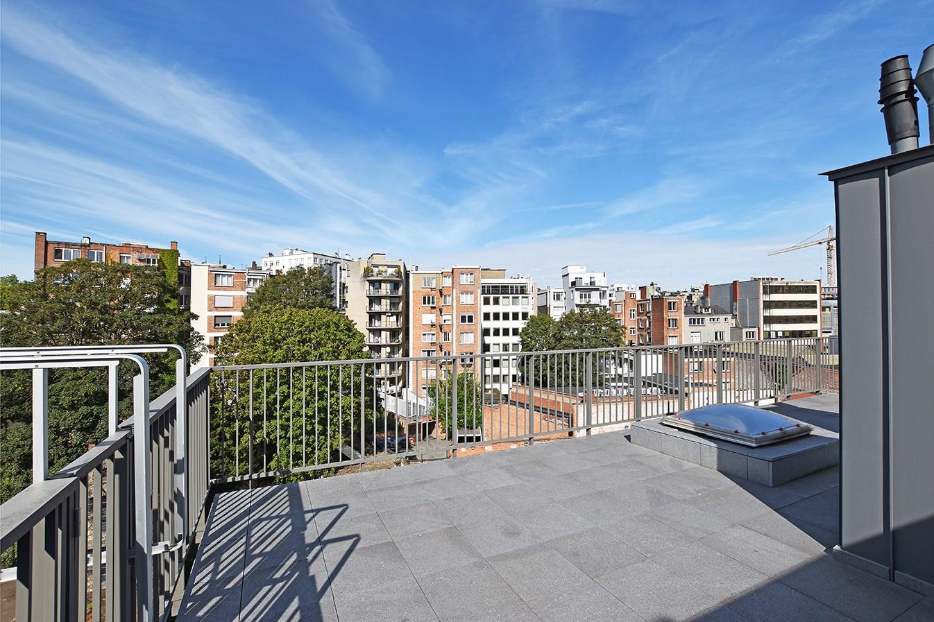Nieuw en stijlvol duplex-appartement met luxueuze afwerking en riant dakterras (40 m²) te Antwerpen! afbeelding 3