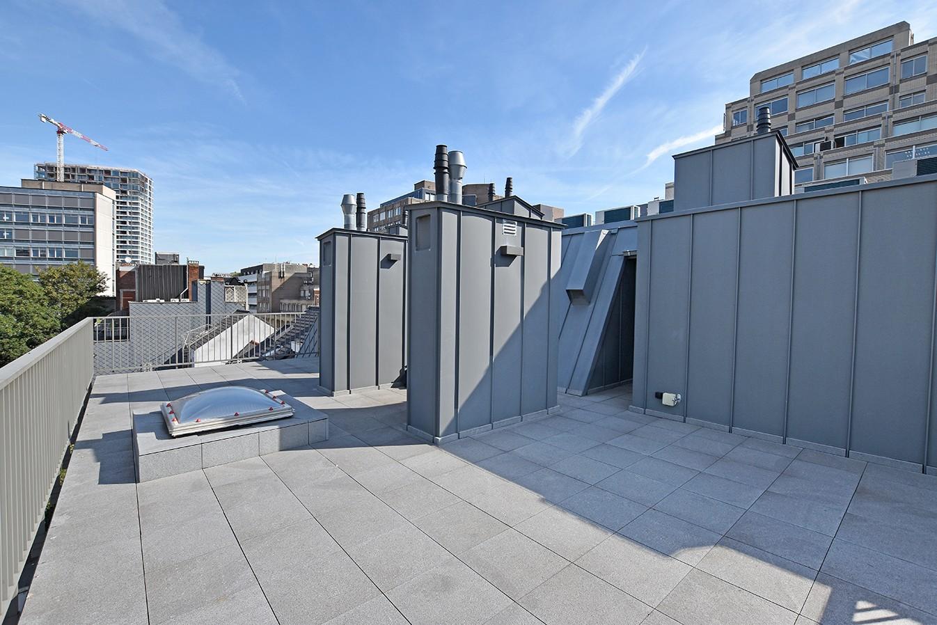 Nieuw en stijlvol duplex-appartement met luxueuze afwerking en riant dakterras (40 m²) te Antwerpen! afbeelding 16