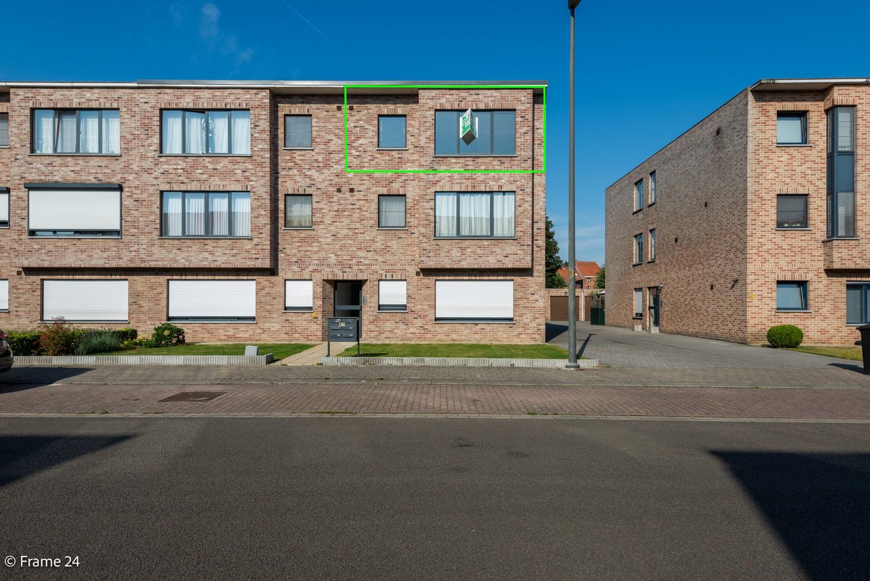 Instapklaar appartement (91 m²) met twee slaapkamers, terras en garage op goede locatie te Wommelgem! afbeelding 1