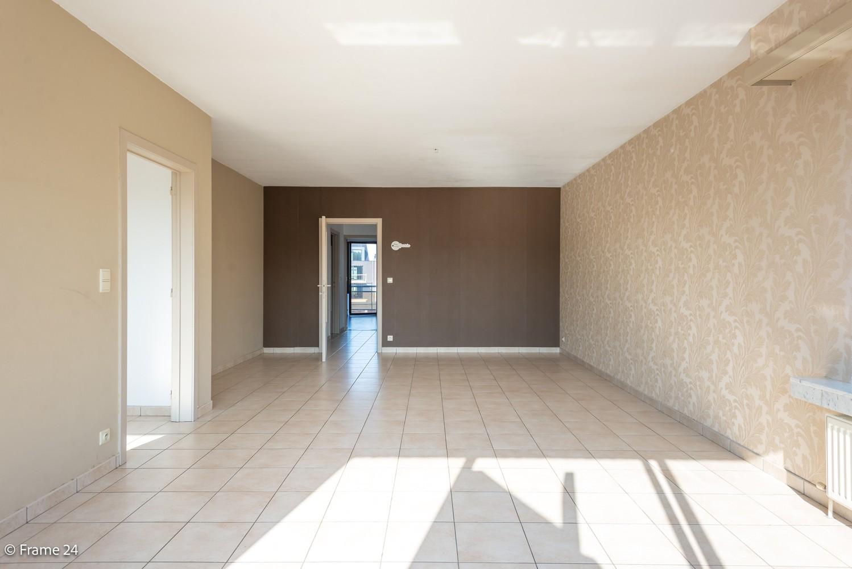Instapklaar appartement (91 m²) met twee slaapkamers, terras en garage op goede locatie te Wommelgem! afbeelding 2