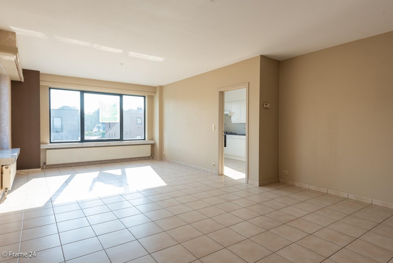Instapklaar appartement (91 m²) met twee slaapkamers, terras en garage op goede locatie te Wommelgem! afbeelding 4