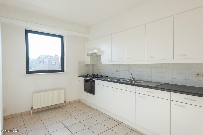 Instapklaar appartement (91 m²) met twee slaapkamers, terras en garage op goede locatie te Wommelgem! afbeelding 5