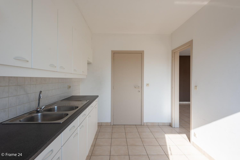 Instapklaar appartement (91 m²) met twee slaapkamers, terras en garage op goede locatie te Wommelgem! afbeelding 6