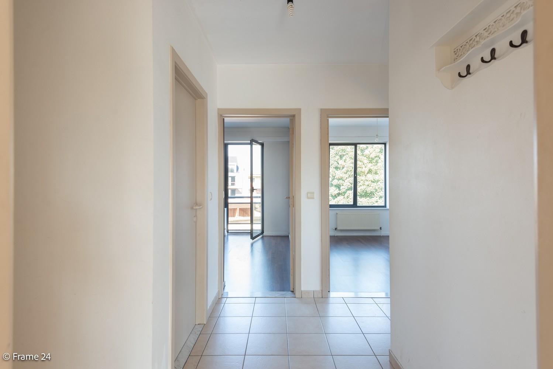 Instapklaar appartement (91 m²) met twee slaapkamers, terras en garage op goede locatie te Wommelgem! afbeelding 8