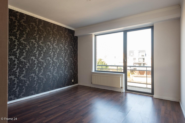 Instapklaar appartement (91 m²) met twee slaapkamers, terras en garage op goede locatie te Wommelgem! afbeelding 9