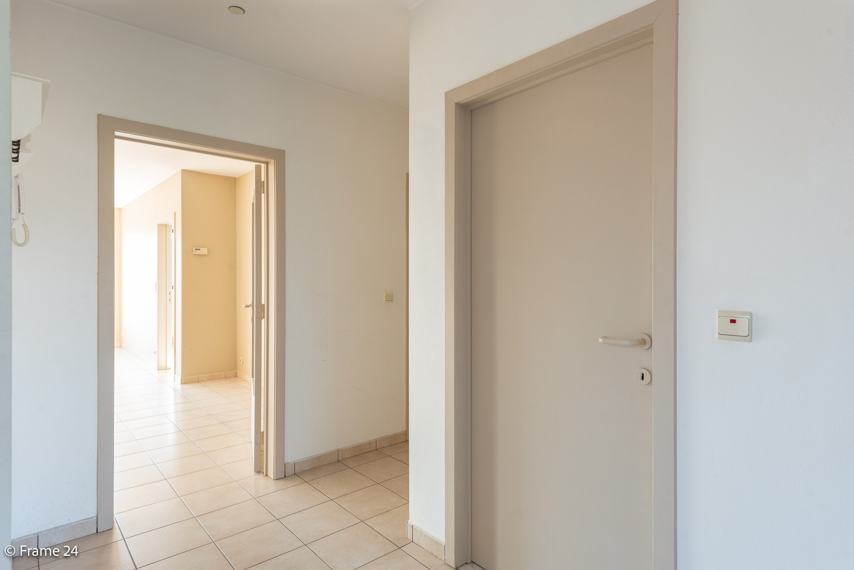Instapklaar appartement (91 m²) met twee slaapkamers, terras en garage op goede locatie te Wommelgem! afbeelding 11