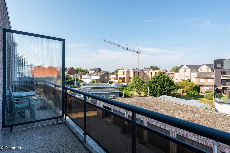 Instapklaar appartement (91 m²) met twee slaapkamers, terras en garage op goede locatie te Wommelgem! afbeelding 15