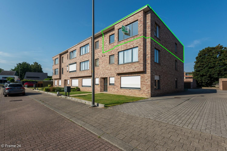 Instapklaar appartement (91 m²) met twee slaapkamers, terras en garage op goede locatie te Wommelgem! afbeelding 17