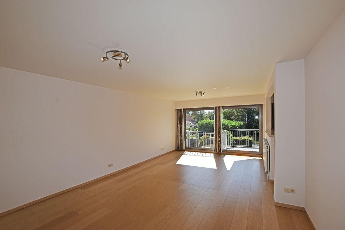 Ruim en instapklaar 2-slaapkamer (80 m²)  appartement met lift op centrale ligging te Wijnegem! afbeelding 2