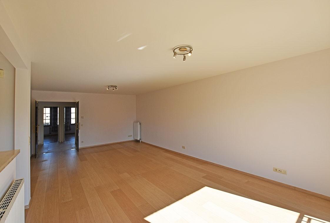 Ruim en instapklaar 2-slaapkamer (80 m²)  appartement met lift op centrale ligging te Wijnegem! afbeelding 4