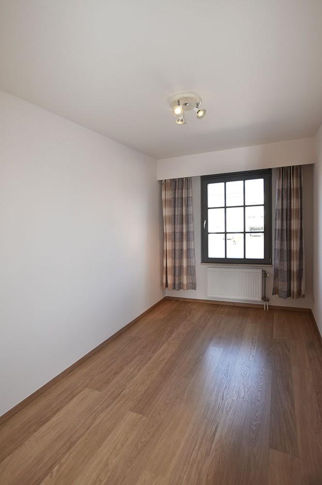 Ruim en instapklaar 2-slaapkamer (80 m²)  appartement met lift op centrale ligging te Wijnegem! afbeelding 8
