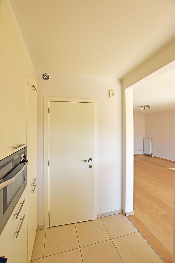 Ruim en instapklaar 2-slaapkamer (80 m²)  appartement met lift op centrale ligging te Wijnegem! afbeelding 6