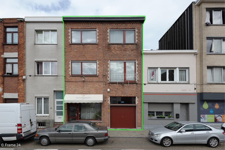 Handelspand met ruime woonst (230 m²) op centrale ligging te Deurne! afbeelding 1