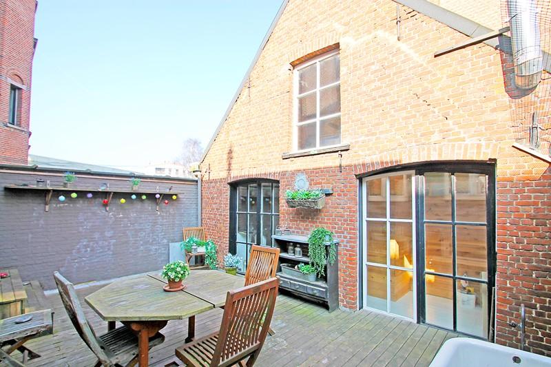 Unieke woning met een handelsgelijkvloers, duplex-appartement, achterhuis én terras in het hartje van Wijnegem! afbeelding 2