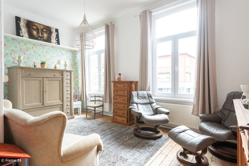 Unieke woning met een handelsgelijkvloers, duplex-appartement, achterhuis én terras in het hartje van Wijnegem! afbeelding 3