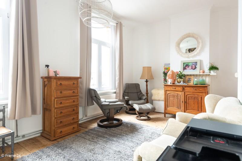 Unieke woning met een handelsgelijkvloers, duplex-appartement, achterhuis én terras in het hartje van Wijnegem! afbeelding 4