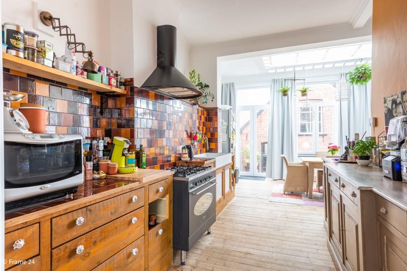 Unieke woning met een handelsgelijkvloers, duplex-appartement, achterhuis én terras in het hartje van Wijnegem! afbeelding 6