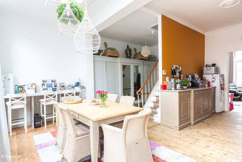 Unieke woning met een handelsgelijkvloers, duplex-appartement, achterhuis én terras in het hartje van Wijnegem! afbeelding 8
