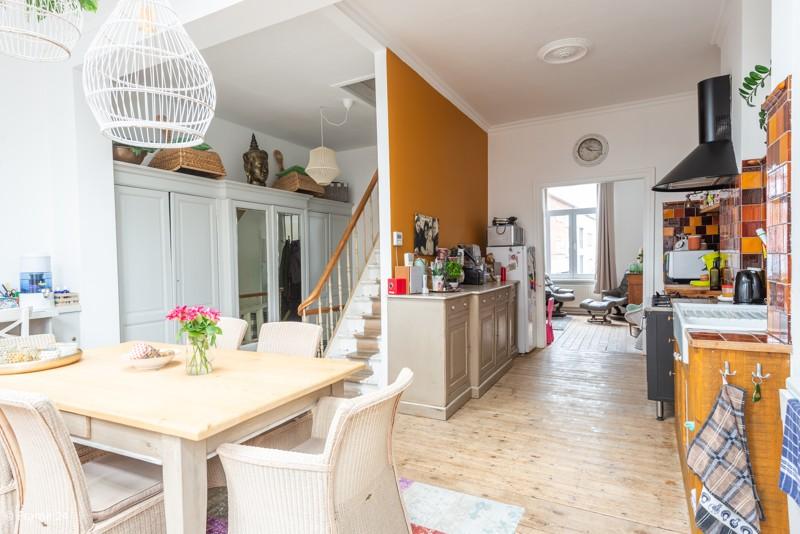 Unieke woning met een handelsgelijkvloers, duplex-appartement, achterhuis én terras in het hartje van Wijnegem! afbeelding 9