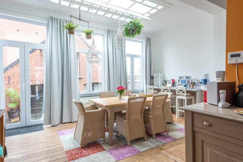 Unieke woning met een handelsgelijkvloers, duplex-appartement, achterhuis én terras in het hartje van Wijnegem! afbeelding 10