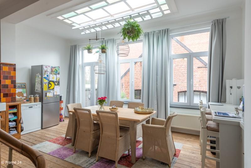 Unieke woning met een handelsgelijkvloers, duplex-appartement, achterhuis én terras in het hartje van Wijnegem! afbeelding 11