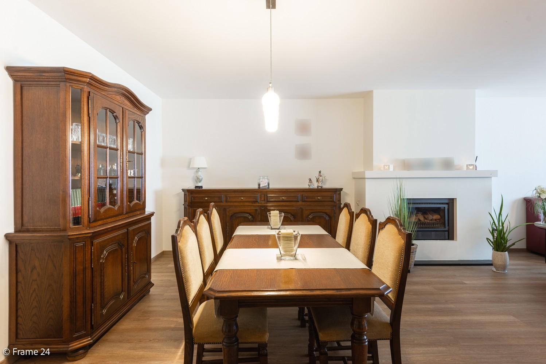 Ruim gelijkvloers appartement met 2 slaapkamers op een centrale locatie in Wijnegem! afbeelding 3