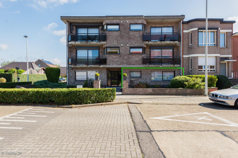 Ruim gelijkvloers appartement met 2 slaapkamers op een centrale locatie in Wijnegem! afbeelding 1