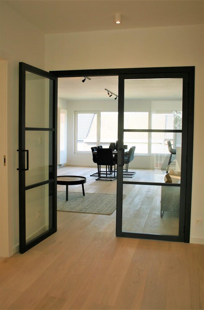 Prachtig gerenoveerd appartement met 2 slaapkamers op 99 m² afbeelding 5