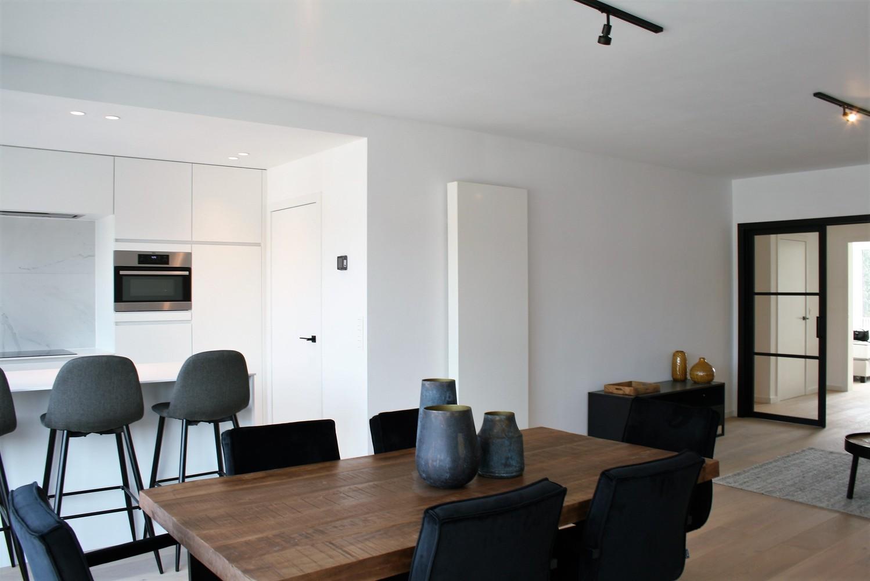 Prachtig gerenoveerd appartement met 2 slaapkamers op 99 m² afbeelding 3