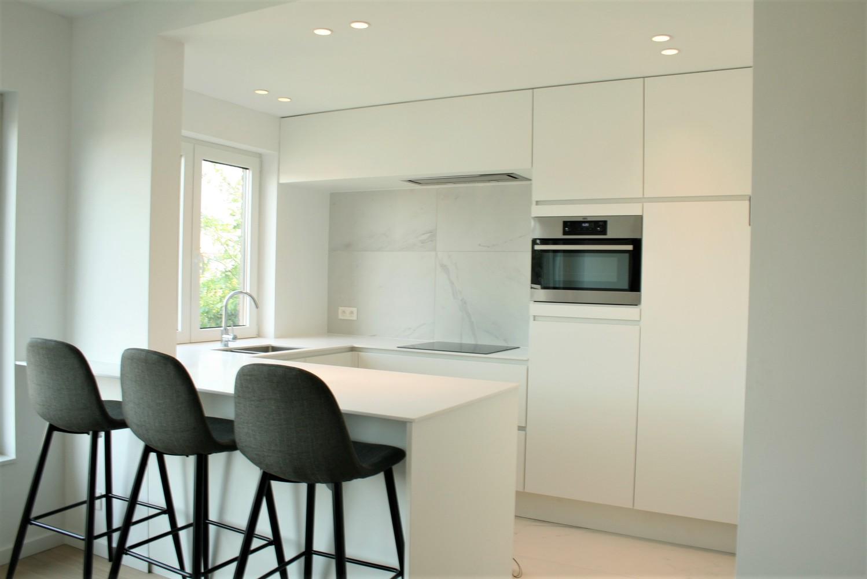 Prachtig gerenoveerd appartement met 2 slaapkamers op 99 m² afbeelding 4