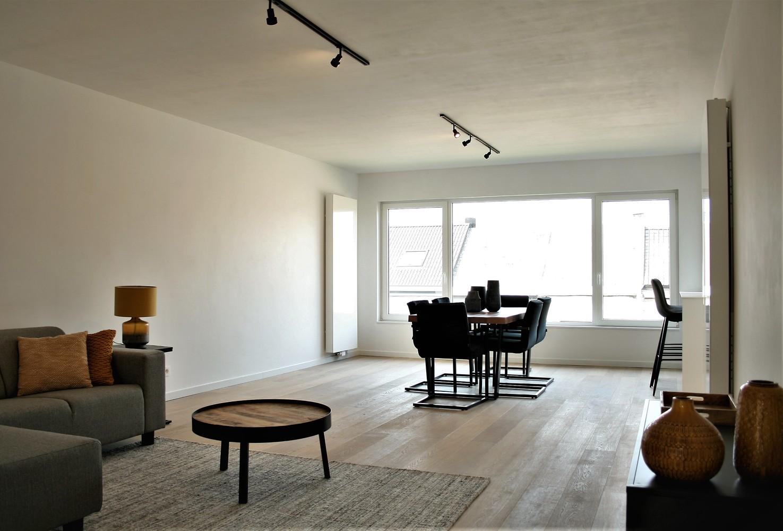 Prachtig gerenoveerd appartement met 2 slaapkamers op 99 m² afbeelding 2