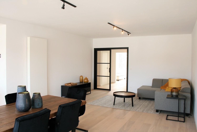 Prachtig gerenoveerd appartement met 2 slaapkamers op 99 m² afbeelding 1