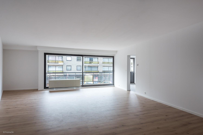 Volledig vernieuwd appartement (+/- 100 m²) met 2 slaapkamers en 2 terrassen te Deurne! afbeelding 1