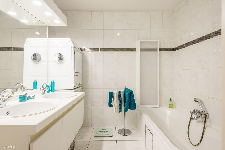 Verzorgd appartement met twee slaapkamers en terras te Wijnegem! afbeelding 12