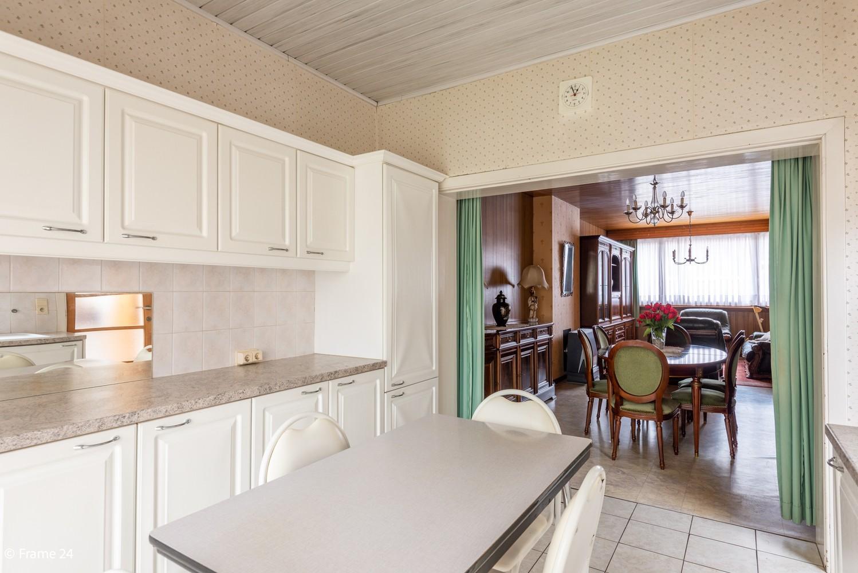 Te renoveren woning met 3 slaapkamers en tuin op een centrale locatie te Deurne! afbeelding 2