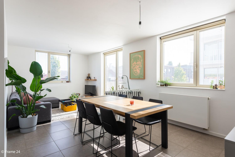 Recent appartement (valt onder registratie!) met twee slaapkamers & ondergrondse staanplaats te Hoboken! afbeelding 2