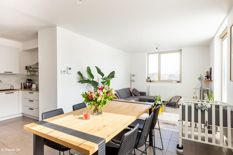 Recent appartement (valt onder registratie!) met twee slaapkamers & ondergrondse staanplaats te Hoboken! afbeelding 3