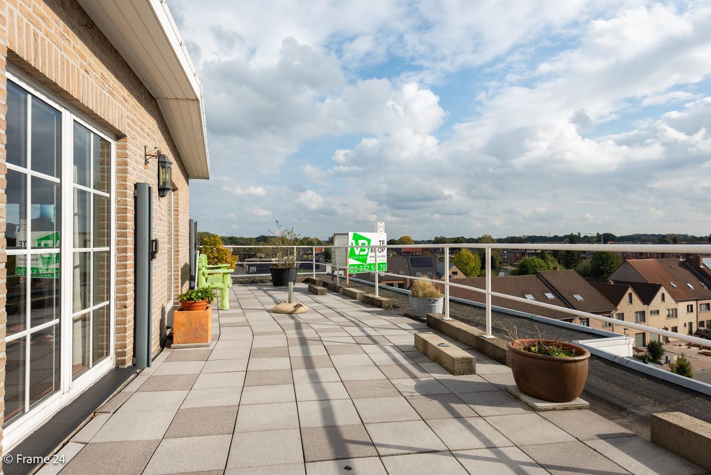 Ruim, verzorgd dakappartement inclusief grote garage (35m²) en berging in Borsbeek! afbeelding 3