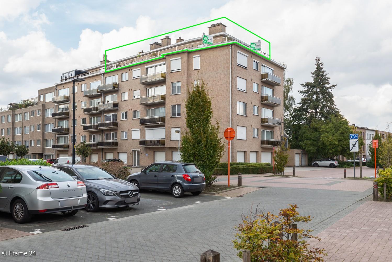 Ruim, verzorgd dakappartement inclusief grote garage (35m²) en berging in Borsbeek! afbeelding 1