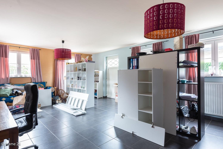 Riante pastorijwonining met praktijkruimte, 4 slpks en 2 bdk op groot perceel (1.378 m²) te Brecht! afbeelding 16