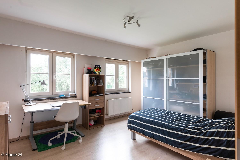 Riante pastorijwonining met praktijkruimte, 4 slpks en 2 bdk op groot perceel (1.378 m²) te Brecht! afbeelding 19