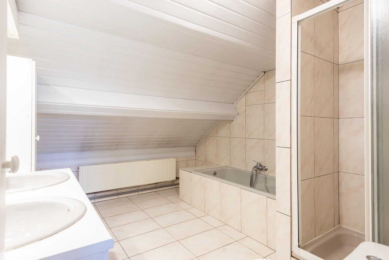 Zeer ruime, te renoveren woning met 5 slaapkamers en tuin te Ranst! afbeelding 19