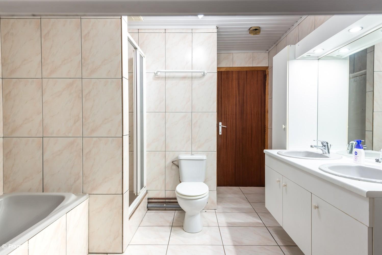 Zeer ruime, te renoveren woning met 5 slaapkamers en tuin te Ranst! afbeelding 20