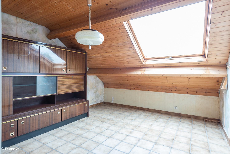 Zeer ruime, te renoveren woning met 5 slaapkamers en tuin te Ranst! afbeelding 21