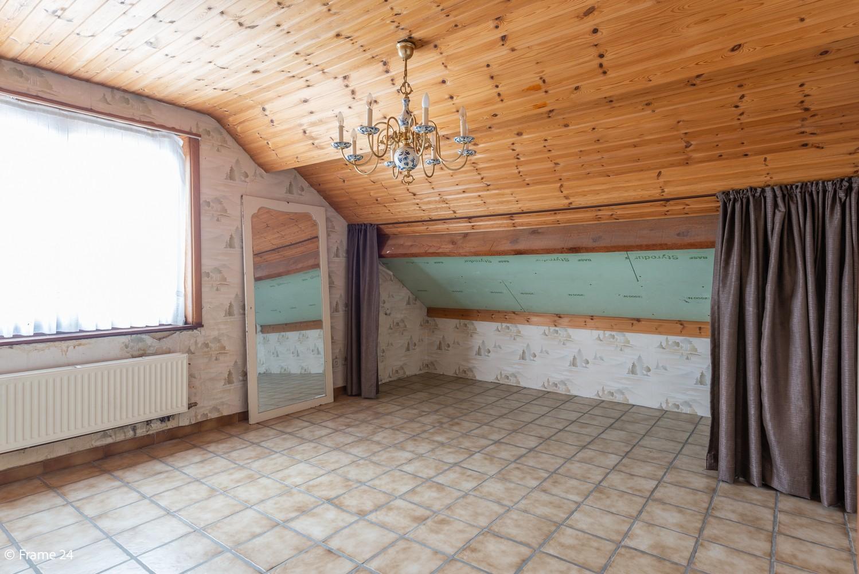Zeer ruime, te renoveren woning met 5 slaapkamers en tuin te Ranst! afbeelding 22