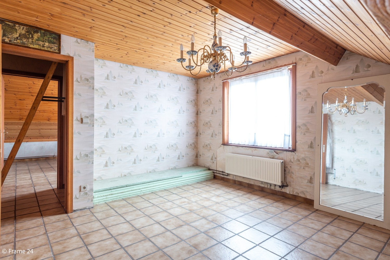 Zeer ruime, te renoveren woning met 5 slaapkamers en tuin te Ranst! afbeelding 23